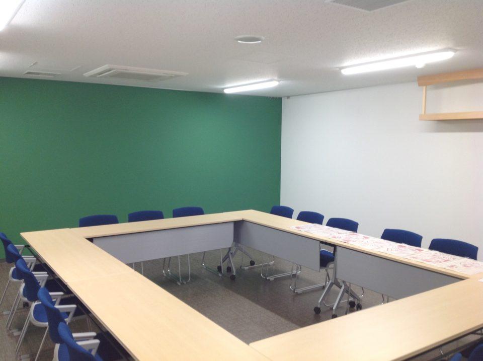 魚市場従業員会議室